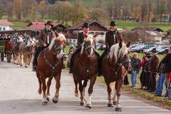 Hundham, Германия, Бавария 04 11 2017: Езда Leonhardi в баварском Hundham Стоковое Фото