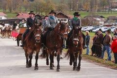 Hundham, Германия, Бавария 04 11 2017: Езда Leonhardi в баварском Hundham Стоковая Фотография RF