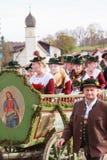Hundham Tyskland, Bayern 04 11 2017: Leonhardi ritt i den bayerska Hundhamen Royaltyfria Foton