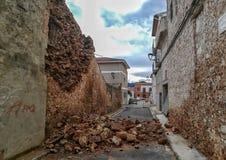 Hundimiento de una casa de piedra vieja imagen de archivo
