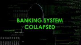 Hundimiento del sistema bancario, empresa de finanzas con túnica del pirata informático de sexo masculino peligroso vía Internet almacen de video