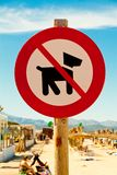 Hundkappl?pningen f?rbjudas vektor illustrationer