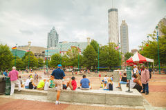 Hundraårs- olympiskt parkerar med folk i Atlanta, GUMMIN Arkivfoto