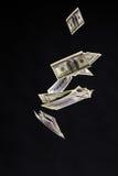 Hundra dollar sedlar isolerad fluga på svart bakgrund Royaltyfri Fotografi
