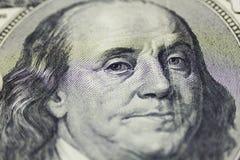 Hundra dollar stänger sig upp som bakgrund Royaltyfria Foton