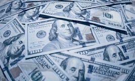 Hundra dollaramerikansedlar Arkivfoto