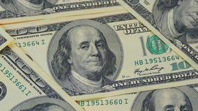 Hundra-dollaren fakturerar närbilden, rörelseglidare - 9 Makrofotografi av sedlar Benjamin Franklin stående arkivfilmer