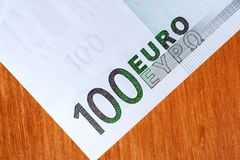 Hundra eurovalutasedlar, closeup Royaltyfri Foto