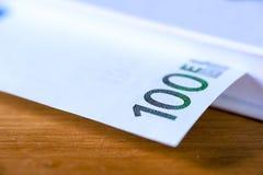 Hundra eurovalutasedlar, closeup Royaltyfri Fotografi