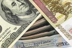 Hundra rubel och hundra dollar på ryska sedlar Royaltyfria Bilder