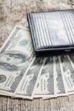 Hundratals US dollar på träplanka Arkivfoto