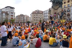 Hundreds of young people in the festivities of La Blanca in Vitoria-Gasteiz. Hundreds of young people at the White parties, in Vitoria-Gasteiz. Basque Country Stock Photo