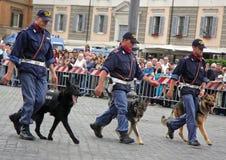 Hundvänner av den italienska polisen Royaltyfria Bilder