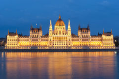 Hungarian parliament at night Royalty Free Stock Images