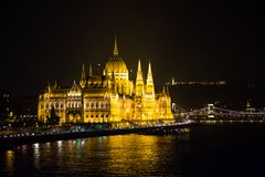 Hungarian parliament at night Royalty Free Stock Photos