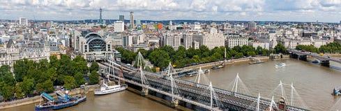 Hungerford桥梁全景在伦敦 免版税库存图片