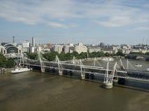 Hungerford bro- och femtioårsjubileumbroar, London Arkivbilder
