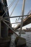 Hungerford e ponti dorati di giubileo - Londra - il Regno Unito immagini stock libere da diritti