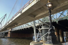 Hungerford y puentes de oro del jubileo - Londres - Reino Unido Imágenes de archivo libres de regalías