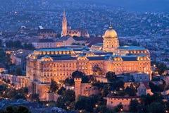 Hungria, Budapest, monte do castelo e castelo. Cidade Fotos de Stock Royalty Free
