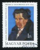 HUNGRIA - CERCA DE 1979: Um selo do cargo impresso em Hungria mostra uma pintura de Zsigmond Moricz por Jozsef Ripple-Ronai, cerc imagem de stock