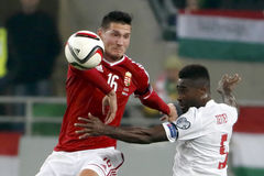 Hungria contra Países Baixos De Noruega do UEFA do Euro do qualificador do desempate fósforo 2016 de futebol Imagem de Stock Royalty Free