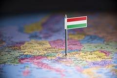 Hungria identificou por meio de uma bandeira no mapa foto de stock