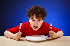 hungrig pojke arkivfoton