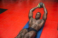 Hunky muscular black bodybuilder working out in Royalty Free Stock Photos