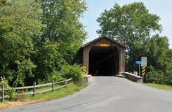 Hunseckers磨房被遮盖的桥 库存照片