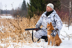 Hunter with gun and dog in winter Royalty Free Stock Images