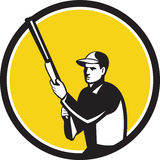 Hunter Holding Shotgun Rifle Circle retro stock de ilustración