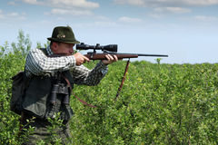 Hunter with sniper rifle Royalty Free Stock Photos