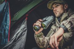 Hunter Spotting Wildlife fotografie stock libere da diritti