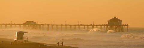 Huntington Beach à l'aube. image stock