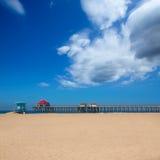 Huntington Beach Pier Surf City EUA com torre da salva-vidas imagem de stock royalty free