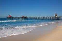 Huntington Beach Pier Surf City U.S.A. con la torre del bagnino Fotografia Stock