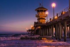 Huntington Beachstrand på natten Royaltyfria Bilder