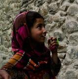 Hunza妇女画象全国服装的Karimabad巴基斯坦 库存图片