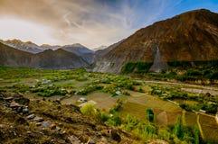 Hunza谷美好的风景在秋天季节的 巴基斯坦的北方地区 库存照片