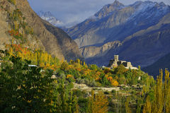 Hunza谷美好的风景在秋天季节的 库存照片