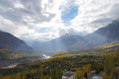 Hunza dal i höst, nordliga Pakistan Royaltyfri Fotografi