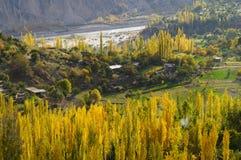 Hunza dal i höst, nordliga Pakistan Arkivbild