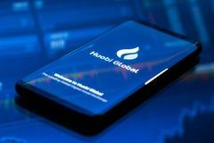 Huobi wiszącej ozdoby app Globalny bieg na smartphone fotografia stock