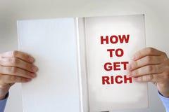 Hur man får rikt fejka boken arkivbilder