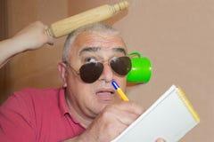 Hur man förhindrar tjuvlyssna Aktiva tjuvlyssnandeattacker Arkivfoto