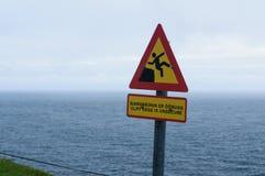 Hur smärtsamt faller av en klippa mer mitt portföljtecken undertecknar varning fotografering för bildbyråer