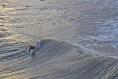 Huracán que practica surf Sandy Waves en la playa de la locura, SC Fotografía de archivo