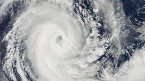 Huraganowa burza nad ziemią, satelitarny widok zbiory wideo