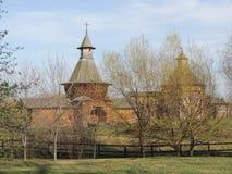 ¡ Hurch för vakttorn Ð av den Nikolo-Korelsky kloster och tornet från den Sumskoy Ostrog fästningen Arkivfoton